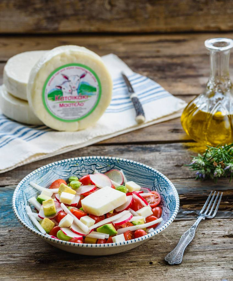 Salad with houmous & goat cheese Mastelo®