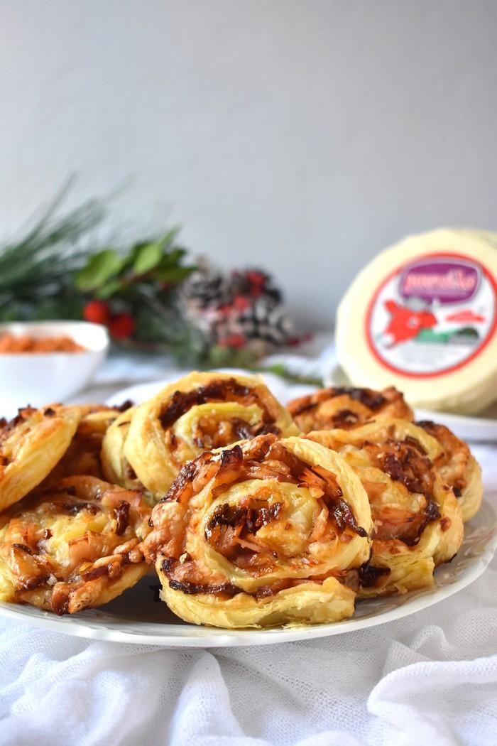 Ρολάκια με Μαλακό τυρί Μαστέλο® Καπνιστή Γαλοπούλα & Καραμελωμένα Κρεμμύδια