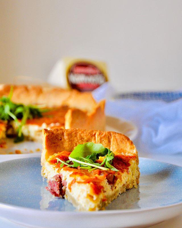 Τάρτα με μαλακό & καπνιστό τυρί Μαστέλο® & λουκάνικο Μυκόνου 1