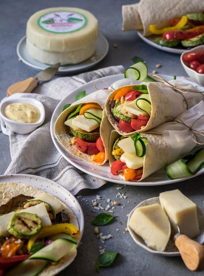 Τορτίγιες με ψητά λαχανικά & τυρί Κατσικάκι Μαστέλο® 3