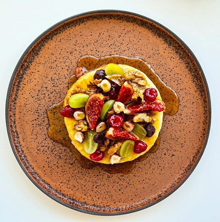 Food24_skg | Γλυκό Μαστέλο® Με Σύκα & Σάλτσα Μελιού 1