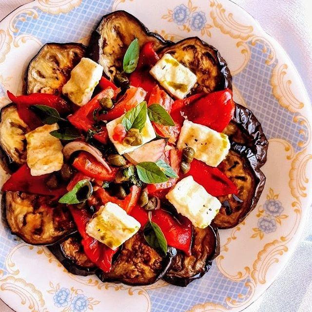Σαλάτα με ψητές μελιτζάνες, πιπεριές, ντομάτα & Μαστέλο® 1