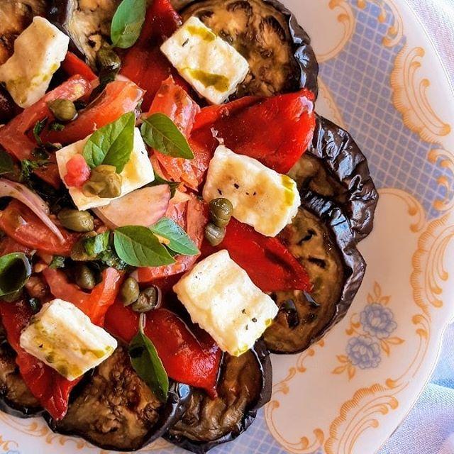Σαλάτα με ψητές μελιτζάνες, πιπεριές, ντομάτα & Μαστέλο® 2